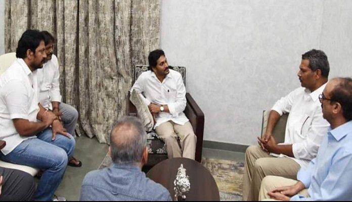 సినీ ప్రముఖులతో జగన్ భేటీ.. కారణం..!