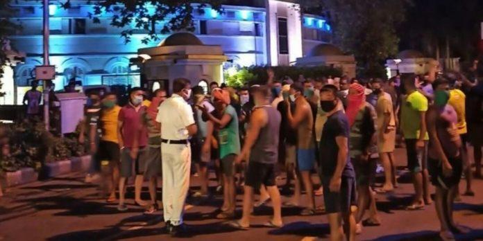 డీసీపీపై 500 మంది కానిస్టేబుల్స్ దాడి