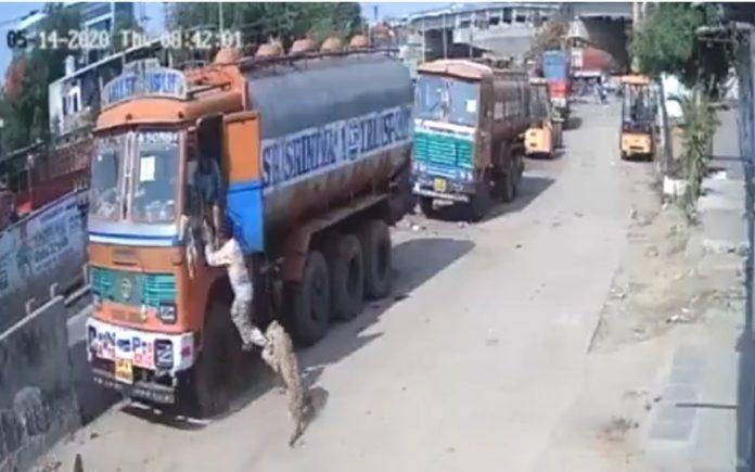 వీడియో: హైదరాబాద్లో లారీ డ్రైవర్ పై అటాక్ చేసిన చిరుత