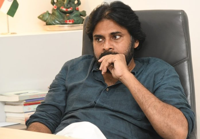 Pink Remake: Why Pawan Kalyan is taking time to start Pink Remake?
