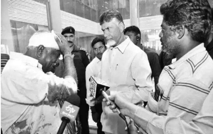 Naidu Shocked To Meet This Man With Bleeding Shirt