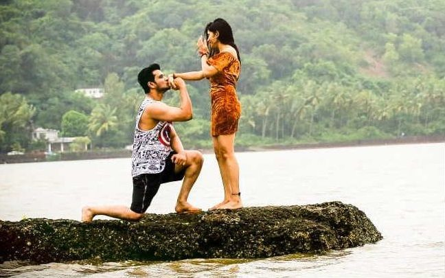 Nikhil Receives An Expensive Gift From His Ladylove!