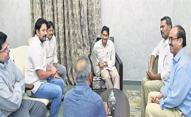 Why Is Tollywood In Serious Talks With Jagan?!