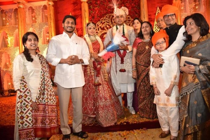 Jagan And His Wife In Up For Prashant Kishore