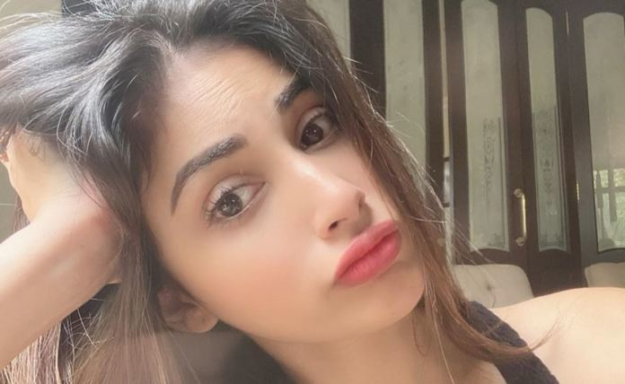 The Naagin Actress Mouni Roy Gets Stranded With Four Day Clothes Amidst Lockdown