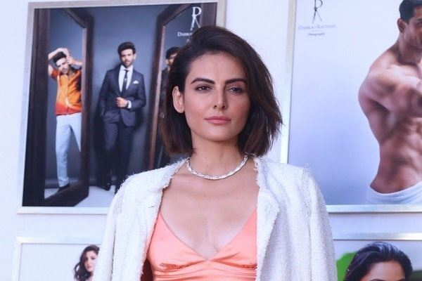Mandana Karimi Complains Of Sexual Harassment By The Producer On The Film Set
