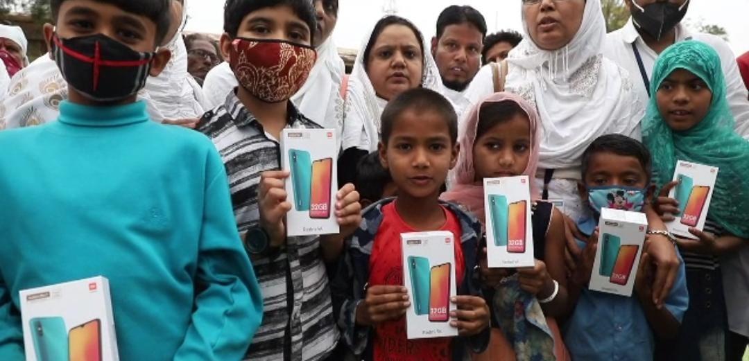 Sonu Sood Donates 100 Smartphones To Underprivileged Students