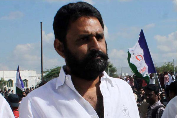 AP SEC issued 'Show-Cause' notices to Kodali Nani