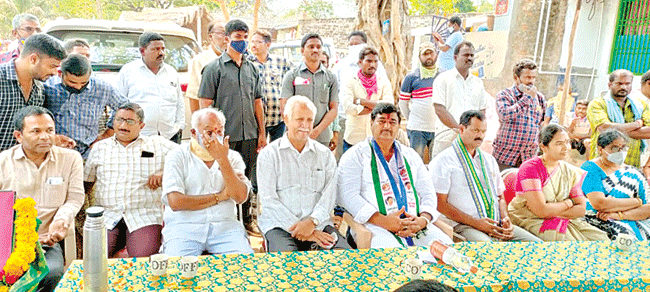 Deputy CM Krishnadas participated in the election campaign without a mask