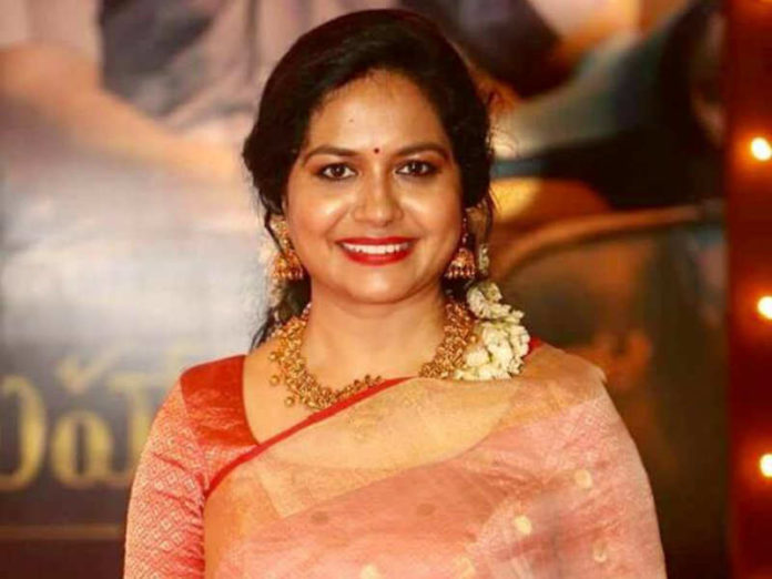 Singer Sunitha Urges People To Not Throng At Wine Shops Amid Lockdown